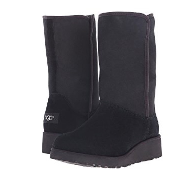 b511c59c542 ♥️NWT♥️ UGG black boots with small wedge NWT